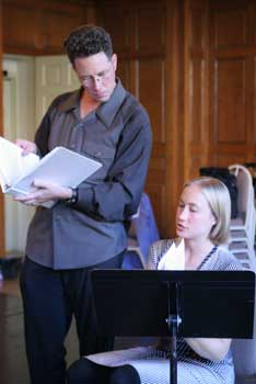 Steven Osgood advises composer Hannah Lash in a previous season of Composers & the Voice.